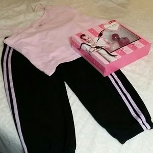 Top, sweatpants & perfume